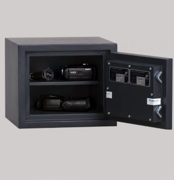 Montre et appareil photo dans le coffre-fort